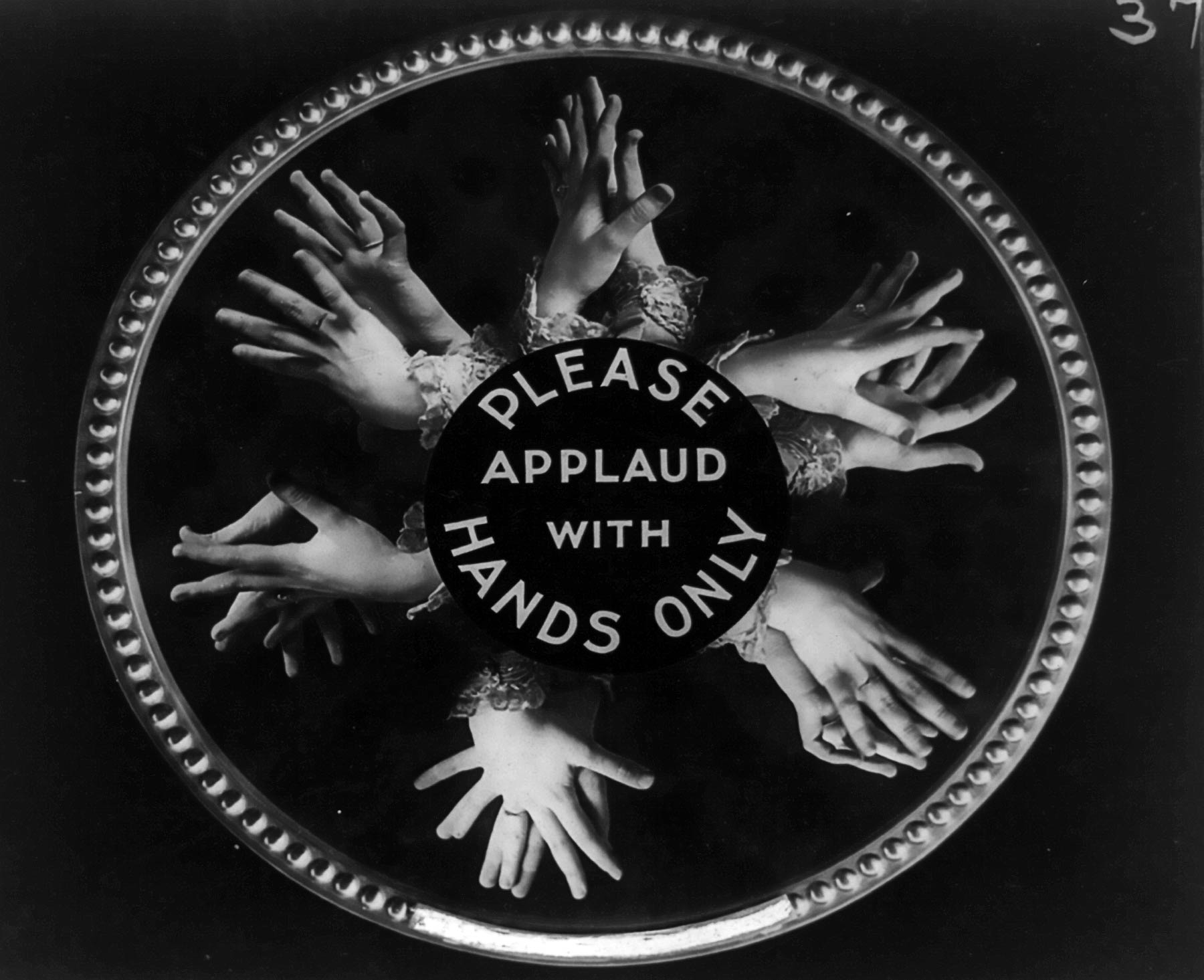 Another collage. Hands applauding and a text that reads: Please, applaud with hands only