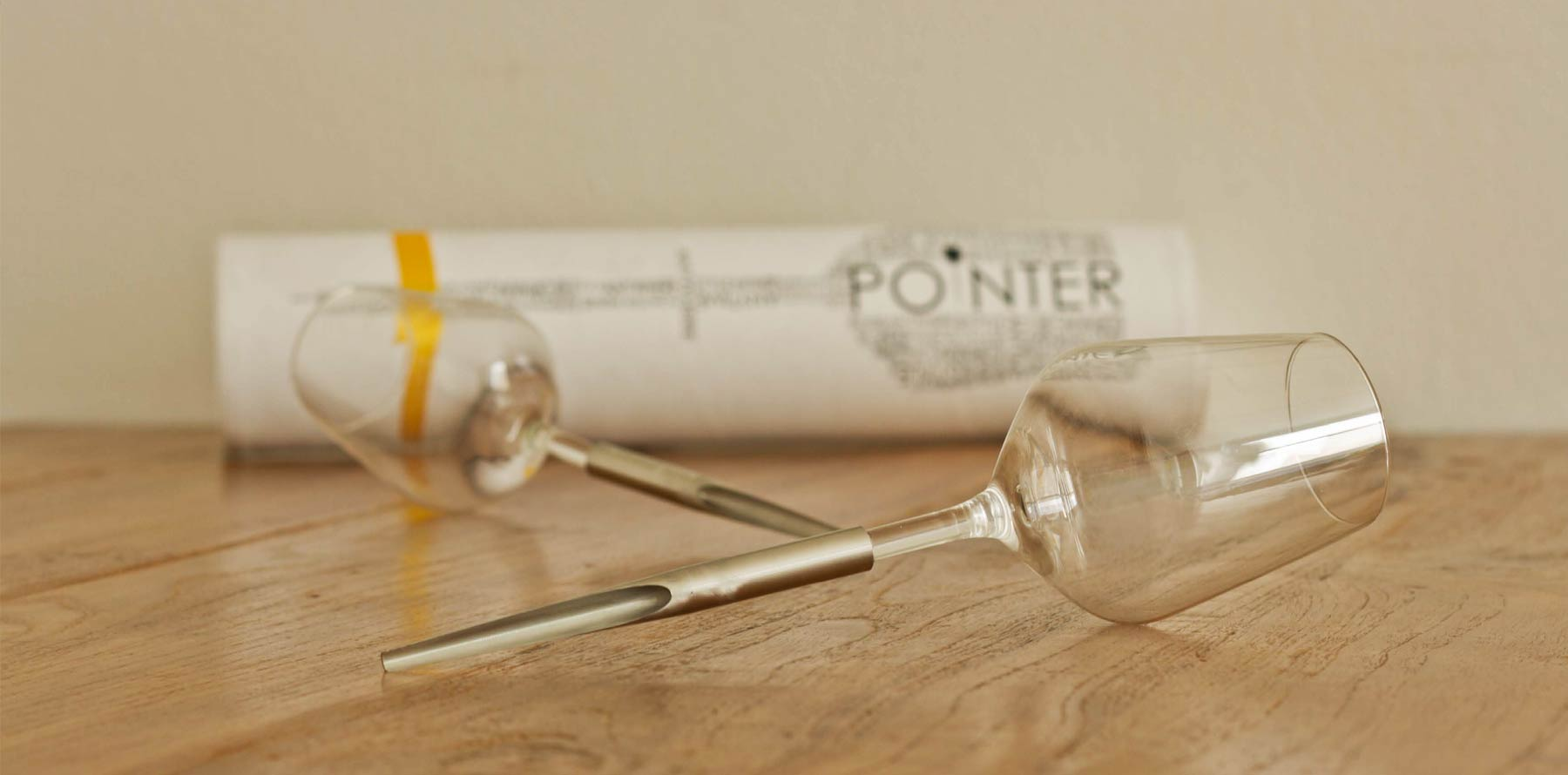 2 glasses with a pointed stem and packaging.